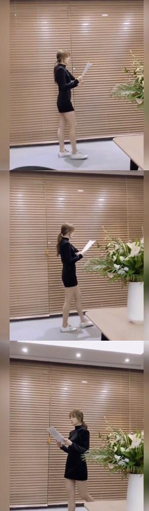 尹恩惠社交平台晒幕后背剧本视频  造型优雅身材棒