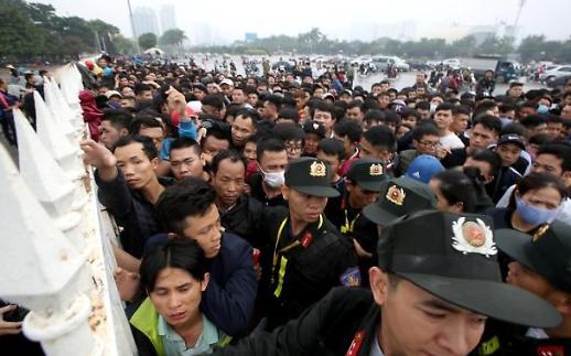 Người hâm mộ bóng đá Việt Nam săn lùng tấm vé trận gặp Malaysia vào ngày 16 tháng 11 tới