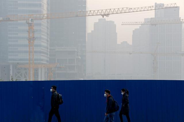 [중국포토] 겨울 난방철 시작, 희뿌연 스모그로 뒤덮인 베이징