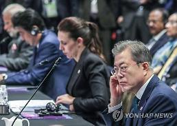 .文在寅出席东亚峰会吁支持半岛和平进程.