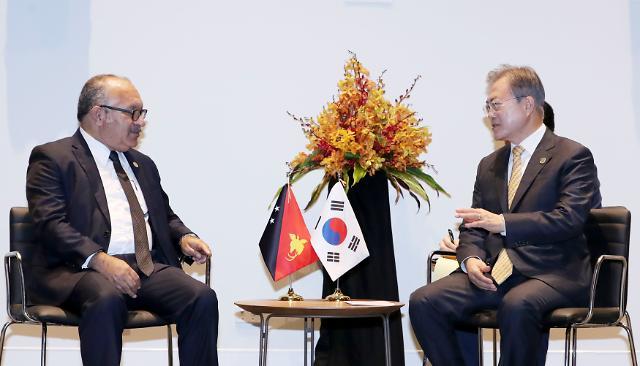 """문 대통령, 파푸아뉴기니 총리 정상회담 """"APEC으로 포용국가 관심 높아져"""""""