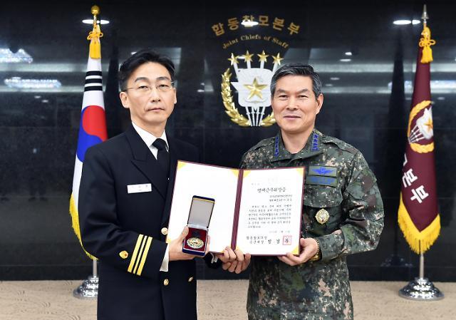 JSA 귀순병사 살린 이국종 교수, 내달 초 명예 해군중령 진급