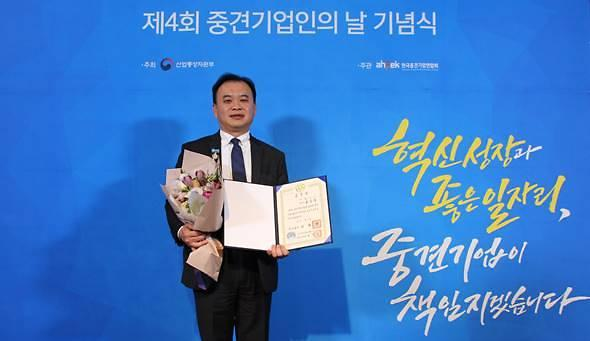 캠시스 '중견기업인의 날' 국무총리표창 수상