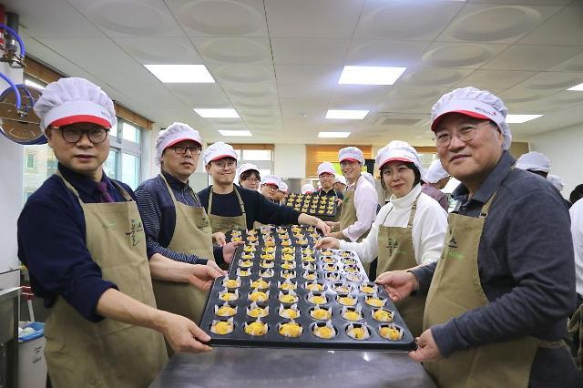 이효율 풀무원 대표, 수제 빵·쿠키 만들어 50여 가정에 전달