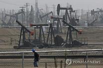 原油価格の急落に、製油株は下落し航空株は上昇