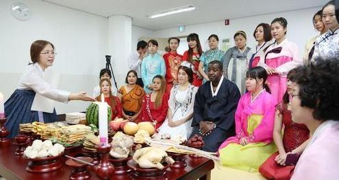 调查:百名小学生中有3名来自多文化家庭