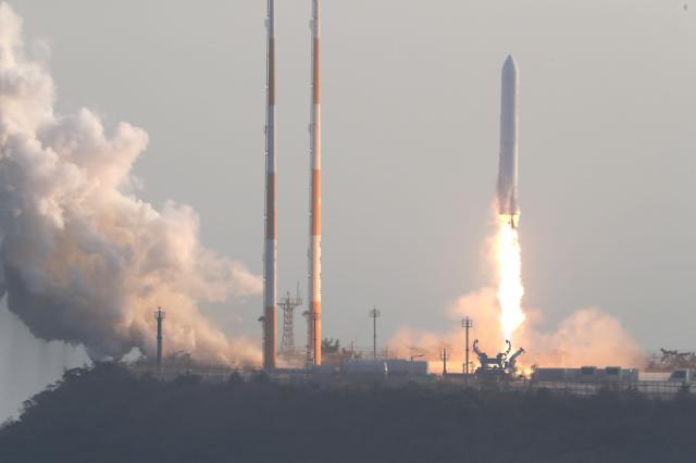 韩自研运载火箭试射成功 发动机燃烧151秒