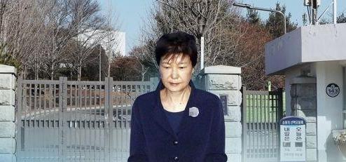 韩前总统朴槿惠违反选举法获刑2年