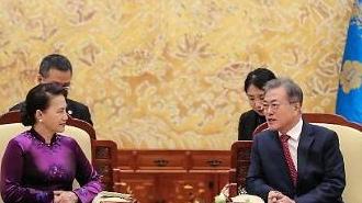Tổng thống Hàn Quốc Moon Jae-in tiếp Chủ tịch Quốc hội Nguyễn Thị Kim Ngân