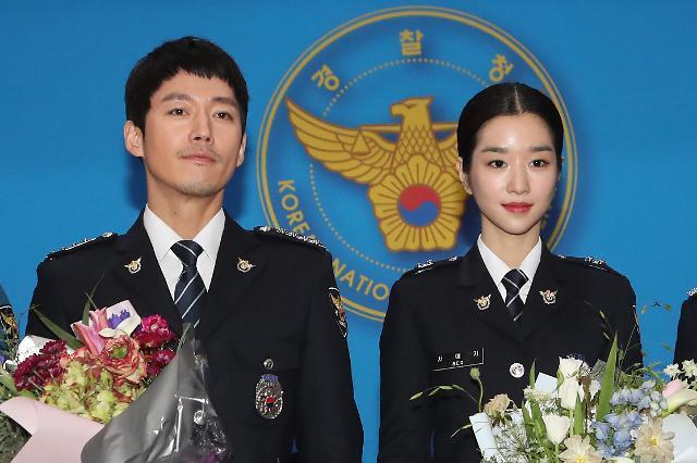 演员张赫徐睿知被任命为名誉警察