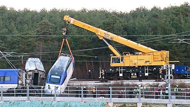 韩国高铁发生脱轨事故 推测原因为轨道信号系统错误