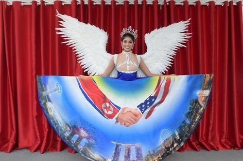 新加坡环球小姐欲穿金特会裙子参加全球总决赛