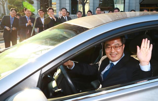 韩国经济副总理金东兖卸任