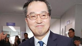 [포토] 눈시울 붉어진 김동연