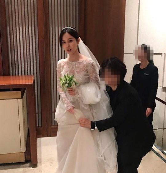 [AJU★이슈] 조수애 아나·박서원 두산매거진 대표 결혼식 사진 공개···은방울꽃 부케가 천만원(?) 네티즌 안물안궁