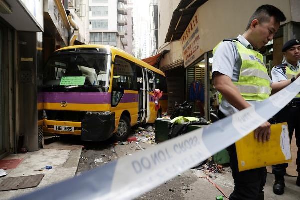 [중국포토] 홍콩 스쿨버스 사고현장, 4명 사망· 11명 부상
