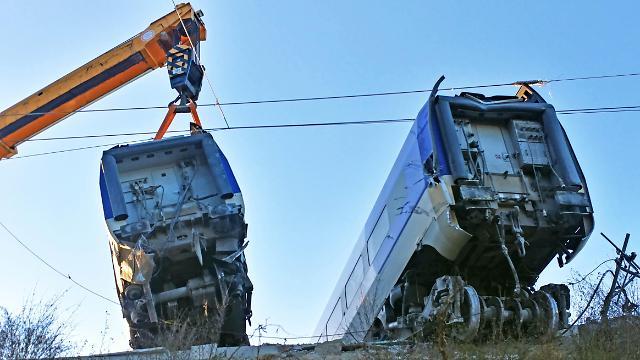 韩国高铁脱轨竟是人祸导致 线路装反了!