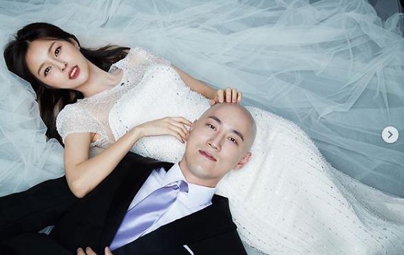 """""""요즘 민머리가 대세"""" 박용만 회장, 박서원-조수애 결혼식서 남긴 축사"""