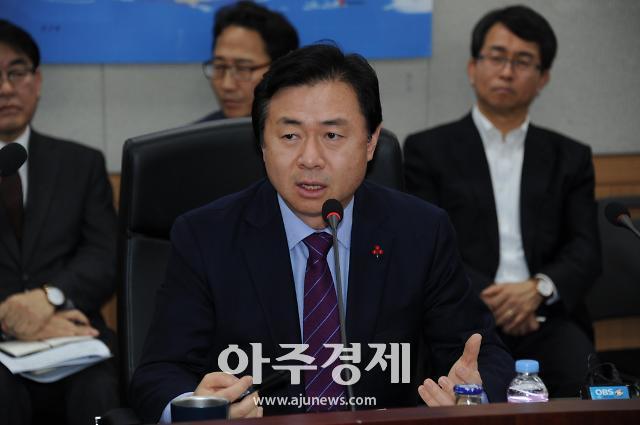 """김영춘 해수부 장관 """"해운산업, 진단 끝내고 수술대에 올라갔다"""""""