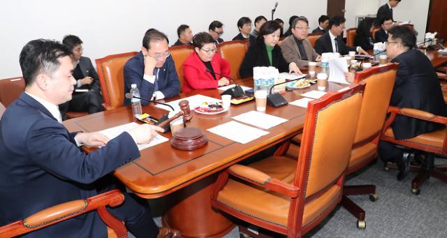 정개특위, 선거제 개혁 7대 쟁점 정리…개헌 논의는 제외키로