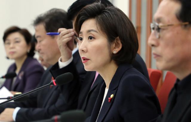 """靑 민간인 사찰 의혹…野 """"특검해야"""" vs 與 """"개인일탈"""""""