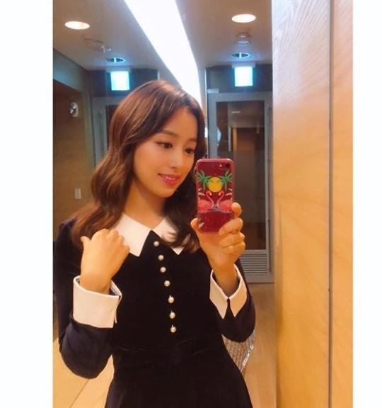 韩女播音员一个举动引网友热议 原因竟是她播新闻时不贴假睫毛