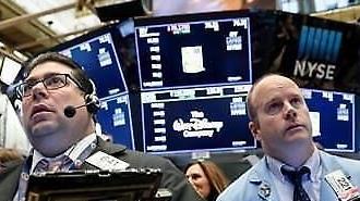 Chứng khoán Mỹ chạm đáy mới, giá dầu thế giới giảm còn 45 USD/thùng