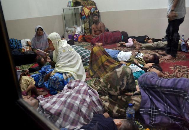 인도네시아 쓰나미 최소 20명 사망…지진 없었는데, 해저 화산 폭발이 원인?