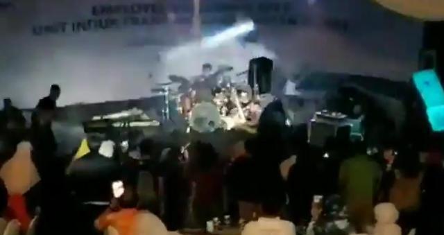 [영상] 인도네시아 쓰나미, 검은 파도가 무대 덮치자 아수라장 된 현장