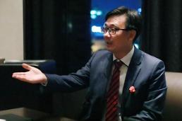 """.""""区块链是生产关系的变革""""中国人民大学法学院副院长杨东采访."""
