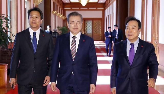 调查:文在寅登顶韩国年度人物榜