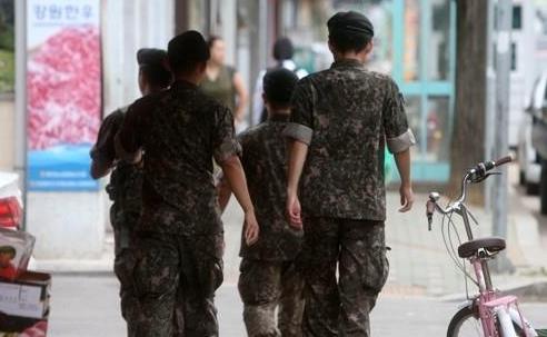 韩军营文化改革方向敲定 士兵将平日可外出