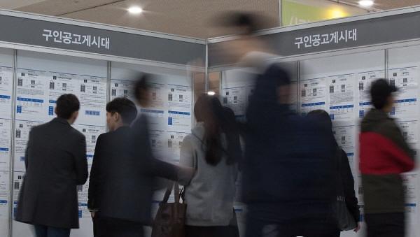 去年韩国大学生就业率66.2% 首份工作医科学生工资最高