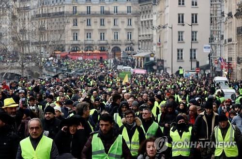 """프랑스 노란 조끼 시위 5만명 참가...""""시위 양상 격렬해져"""""""