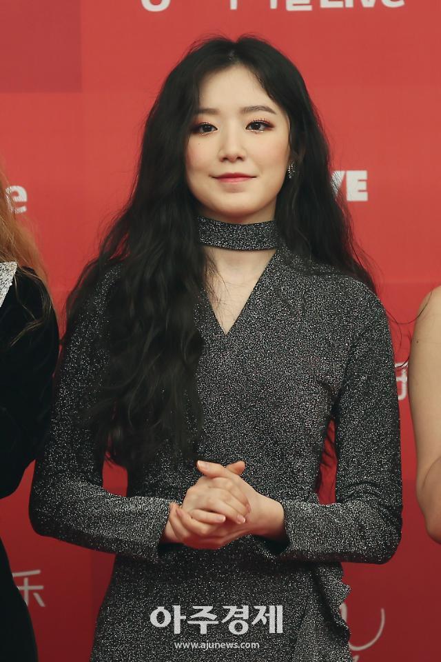 [포토] 신인상 수상한 (여자)아이들 슈화 (2019 골든디스크어워즈)