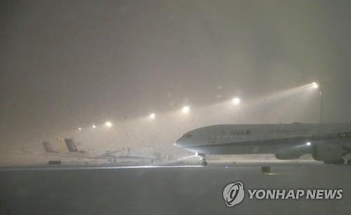 [글로벌포토] 홋카이도 폭설에 고립된 신치토세 공항