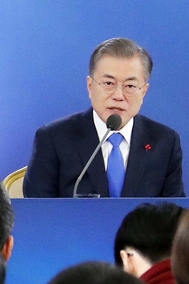 """[신년기자회견] 문 대통령 """"고용지표 가장 아픈 점…새해 정부 큰 과제"""""""