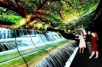 [CES 2019] LG電子「OLEDの滝」…CES最高のフォトゾーン