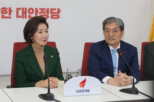 """김병준 """"미세먼지 등 국민들 숨쉬기 힘들다""""…노영민 한국당 예방"""