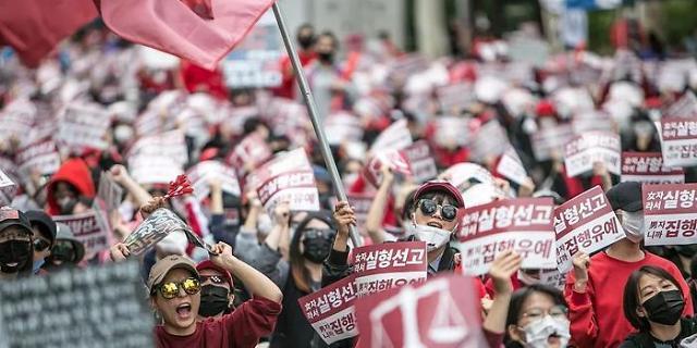 调查:逾四成韩国年轻女性认为自己是女权主义者