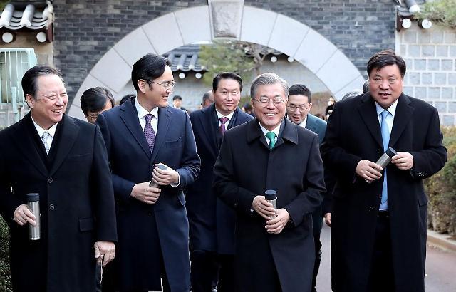 [문 대통령, 기업인과 청와대 산책] 미세먼지연구소는 삼성보다 LG가 먼저'