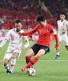 .亚洲杯:韩国队2比0胜中国队小组第一出线.