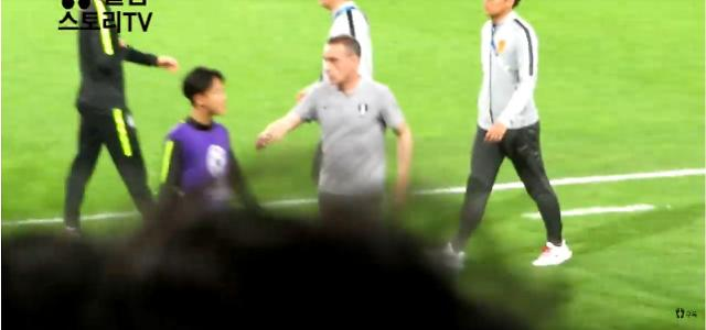 [아시안컵] 이승우, 또 인성논란…한국-중국 경기 후 벤투 인사 무시, 이어폰 끼고 인터뷰도 거절