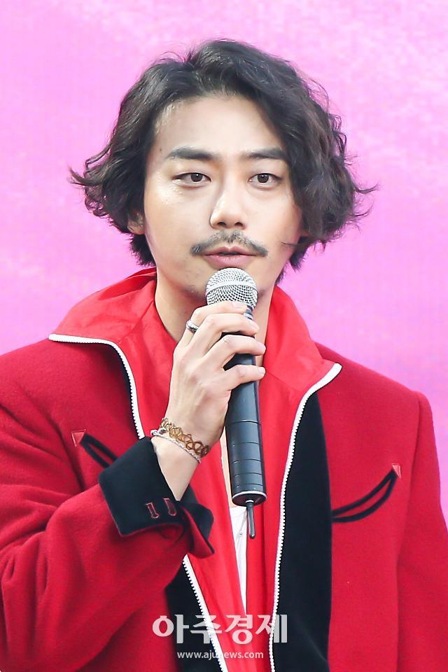 [포토] 2019 서울가요대상 참석한 밴드 아도이(ADOY) 오주환
