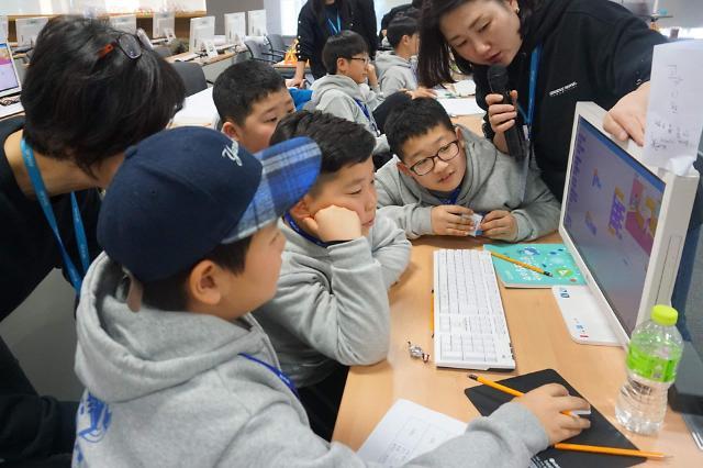 안랩, 임직원 자녀 초청 코딩 교육 캠프 진행