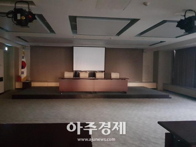 김태우 수사관 오늘 오전 10시 입장 발표…적막한 기자회견장