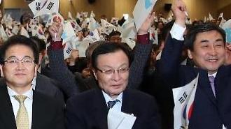 [포토] 만세삼창 외치는 정동영