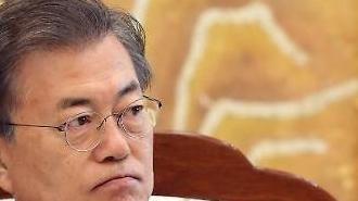 [문재인 대통령 지지율] 손혜원 논란에 '떠나는 중도층' vs '결집하는 지지층'