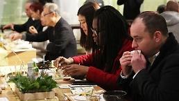 .调查:八成外国人对韩国有好感.