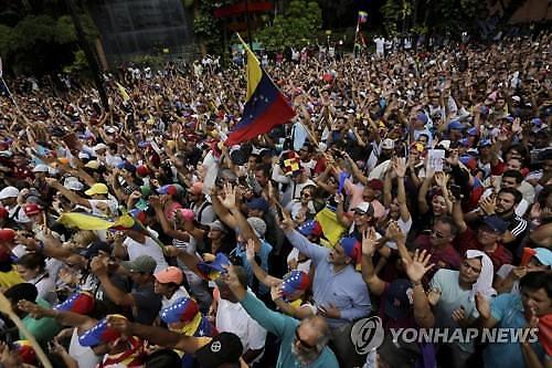 美, 베네수엘라 야권대표 임시 대통령으로 인정..마두로 美와 관계 끝